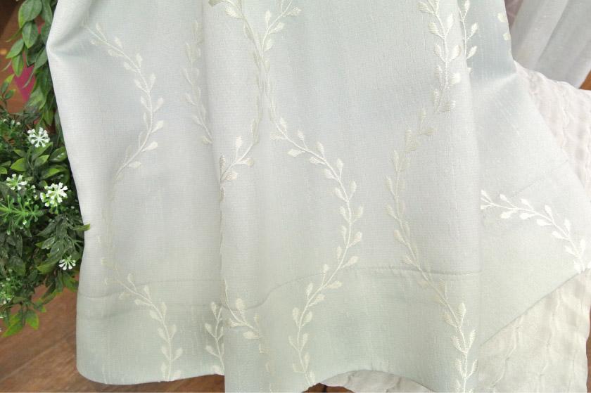 リーフがジャガードで表現されたナチュラルカーテン