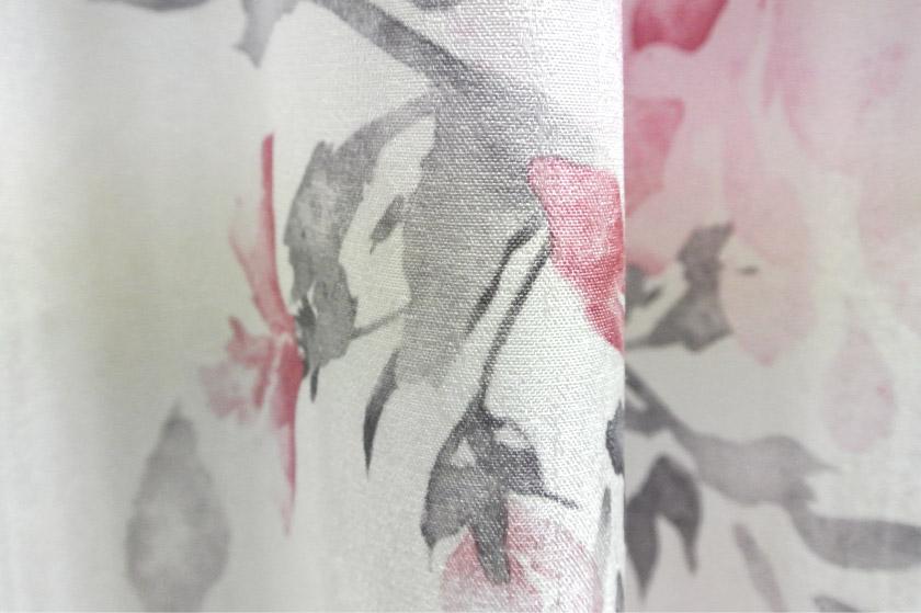 フェミニンなバラのカーテン