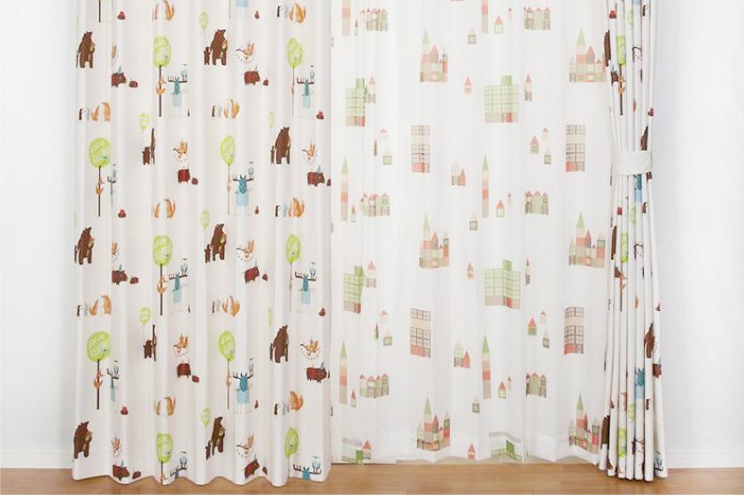 くま、キツネ等の動物がパーティをする可愛いカーテン