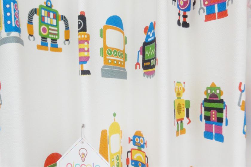 カラフルなロボット柄は男の子におすすめのカーテンです