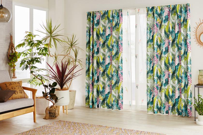 ハワイアンな雰囲気たっぷりの全面葉、花柄の豪華なカーテン
