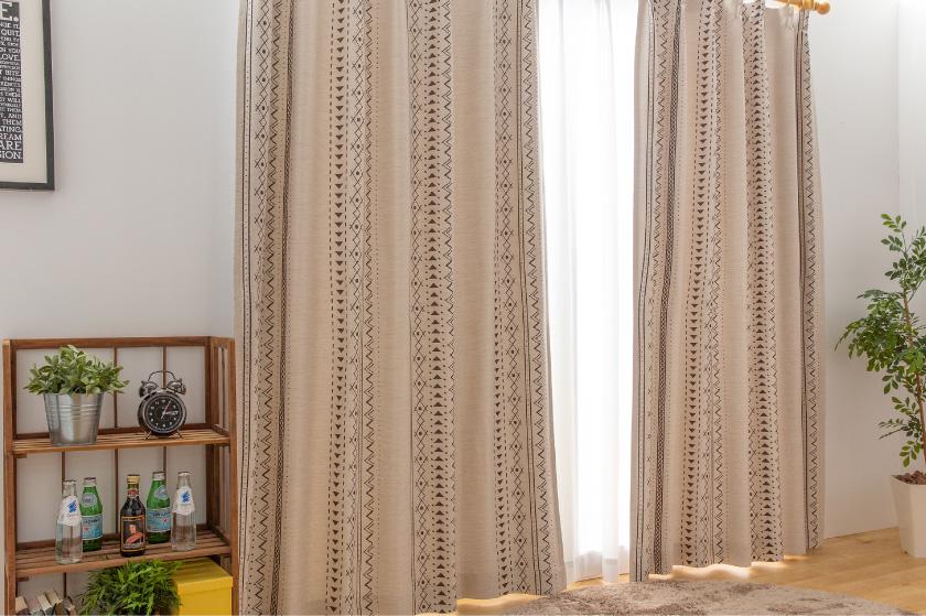 遮光カーテンなのでリビング、寝室におすすめなおしゃれなカーテン。
