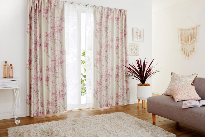 花と丸いラインをプリントした華やかなオーダーカーテン