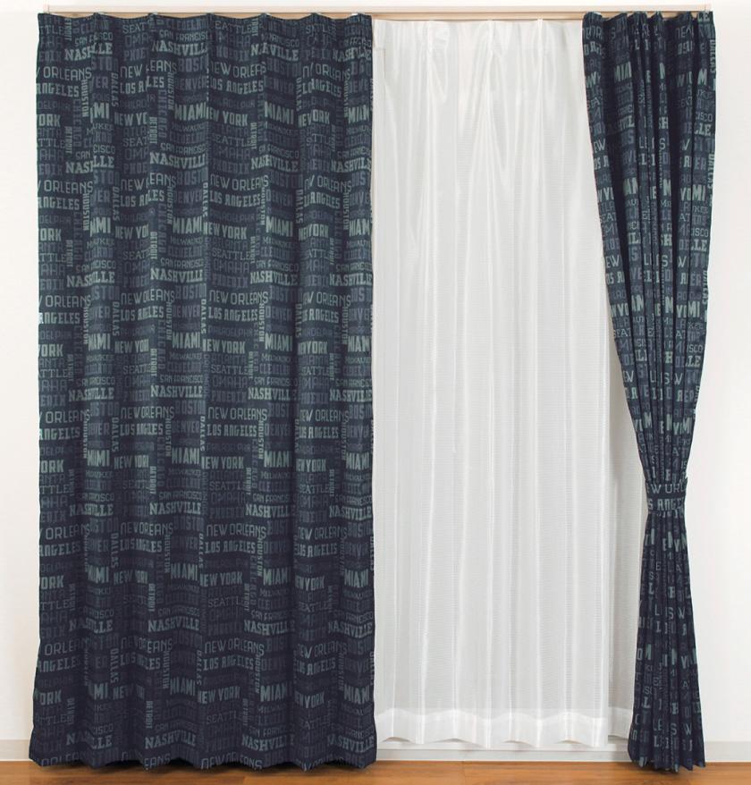 デニム風生地に英字をプリントしたおしゃれな格安既製4枚セットカーテン