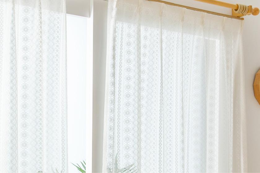 編みレースのフェミニンで可愛いレースカーテン
