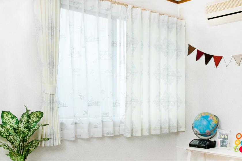 薄くデザインがプリントされて長く使える大人気オーダーカーテン。子供部屋やリビングにおすすめ。