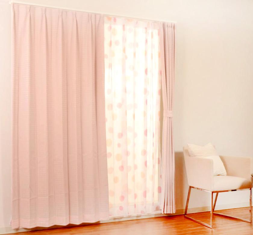 可愛いピンクにドット柄で子供部屋にもおすすめの4枚セットカーテン