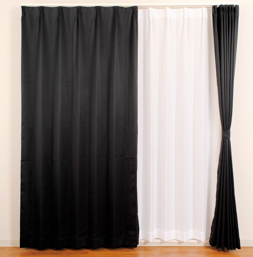 既製4枚セットカーテンの中でも一番安いシリーズ。一級遮光、防炎がついた機能充実のベーシックカーテンです