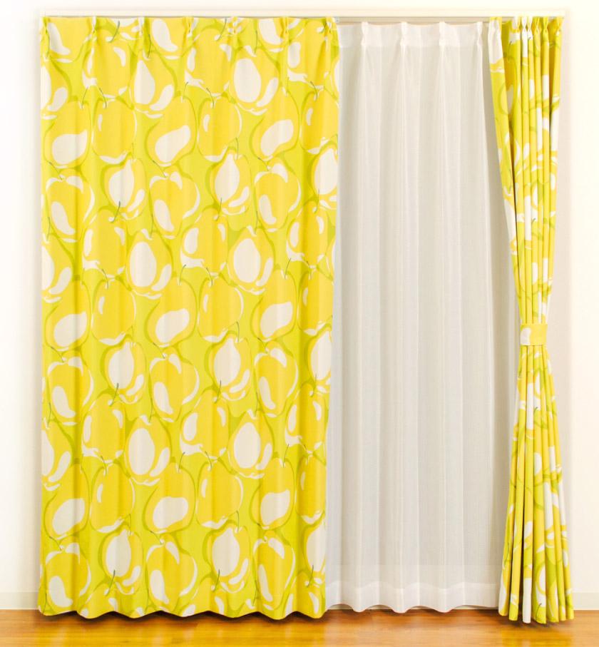 鮮やかな黄色とポイントに緑が入った元気なカーテン