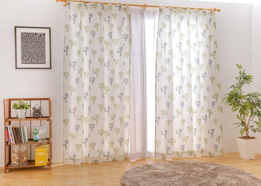 北欧風な木や鳥の柄カーテンはお部屋が明るく爽やかに